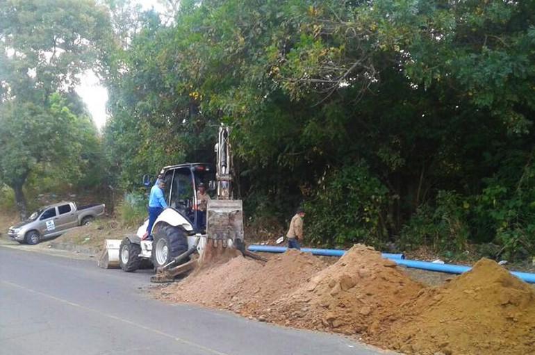Tres colonias de Santa Ana se ven beneficiadas con cambios de tuberías de agua potable