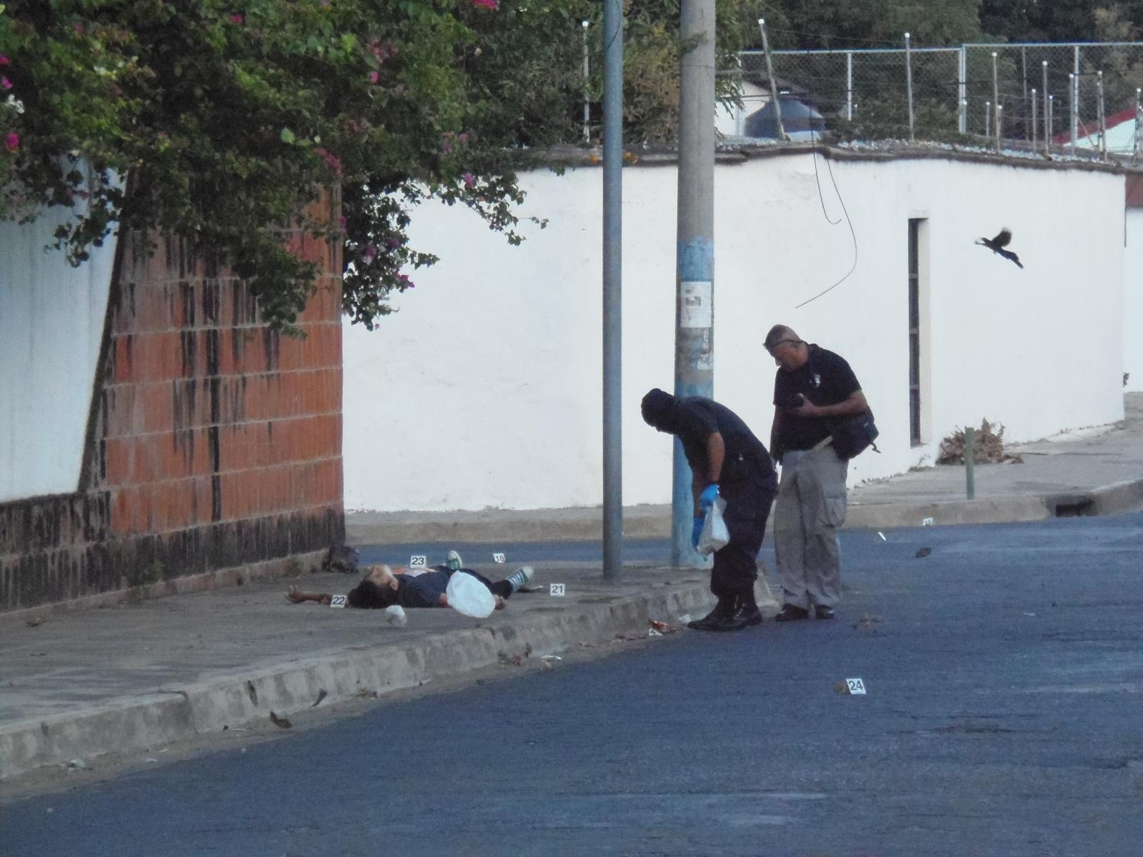 Matan a dos hombres en residenciales Santa Lucia