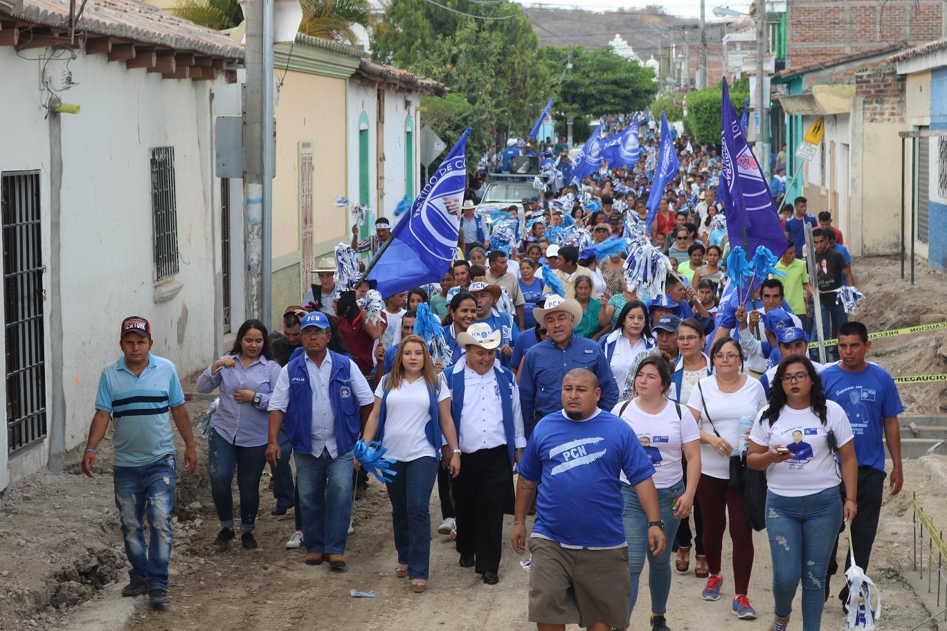 La Aplanadora Azul fue denominada el cierre de campaña por el PCN en Metapán