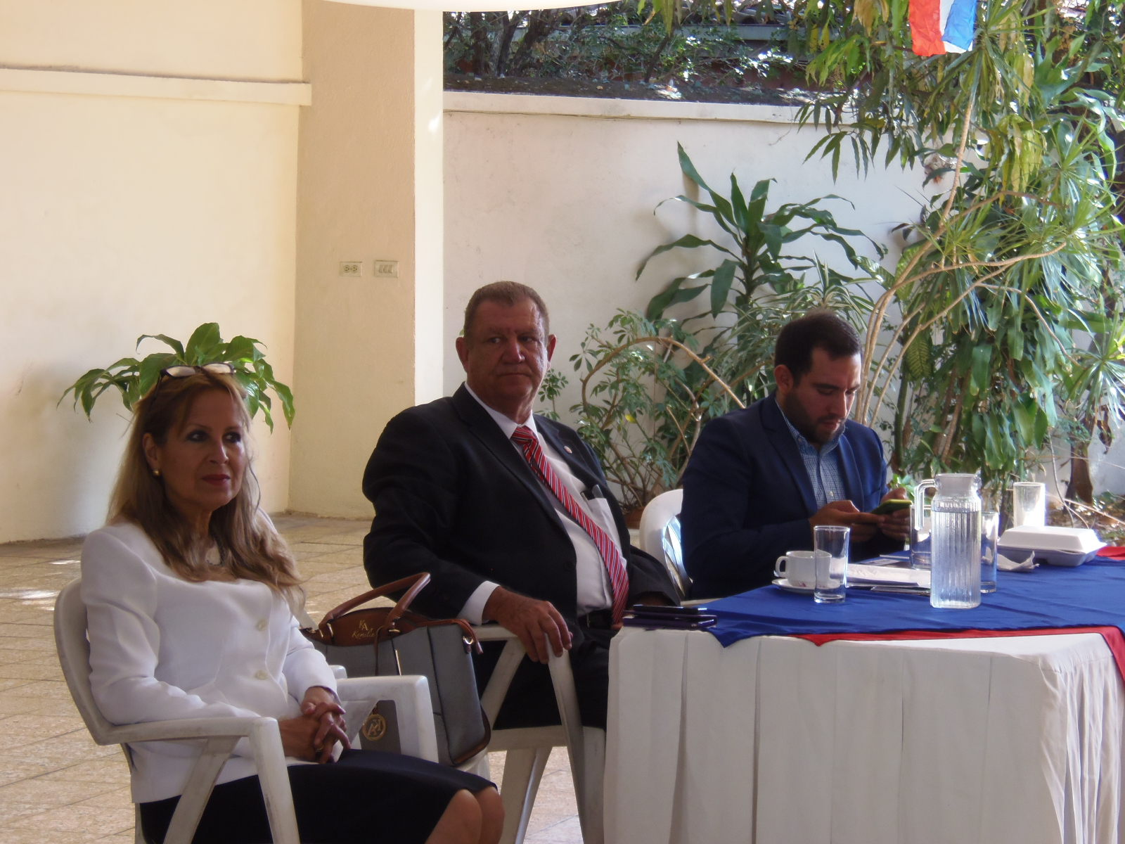 Líderes religiosos y comunitarios de Santa Ana, conocieron la propuesta legislativa y municipal del partido ARENA