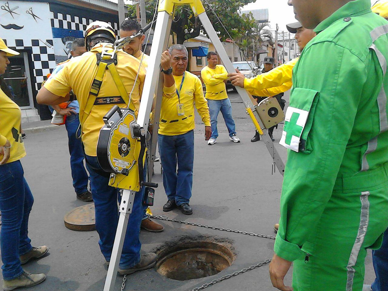Instituciones realizan verificación de bóveda sobre la 31ª Calle Poniente
