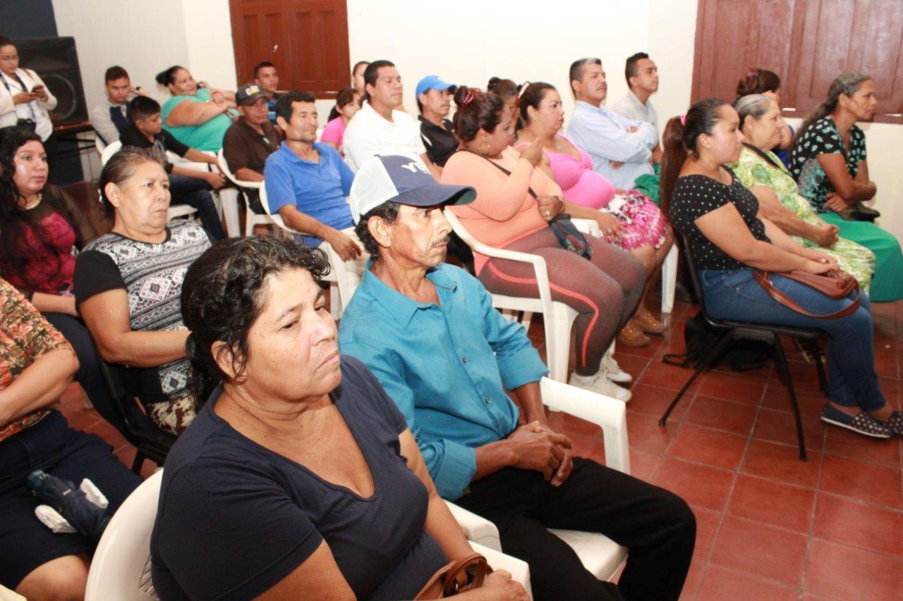 Venezolana de escasos recursos utilizada para garganta profunda salivada con vomitos y arcadas por un poco de dinero de este tio - 4 5