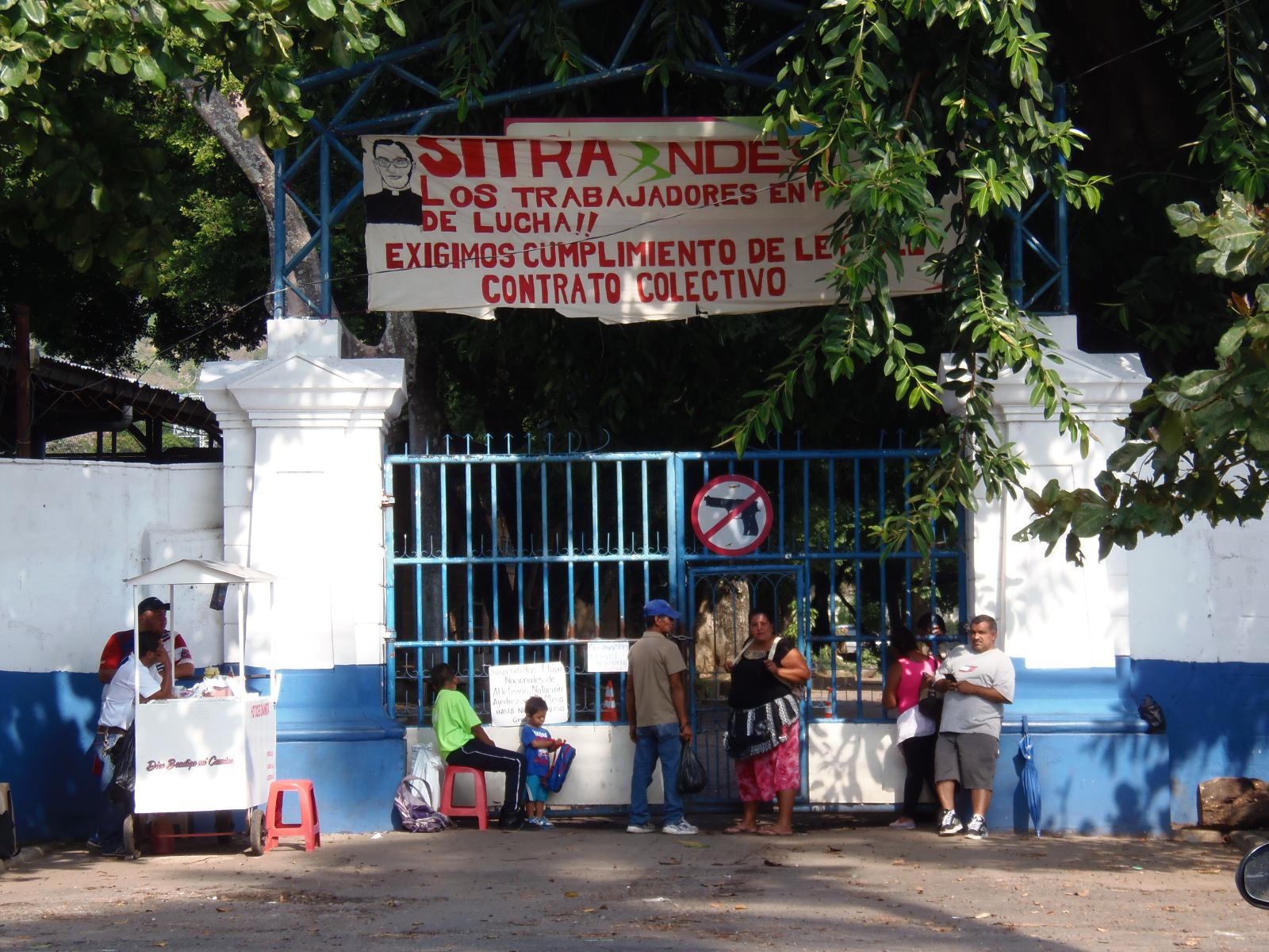 Trabajadores del INDES Santa Ana se suman a la suspensión de labores a nivel nacional