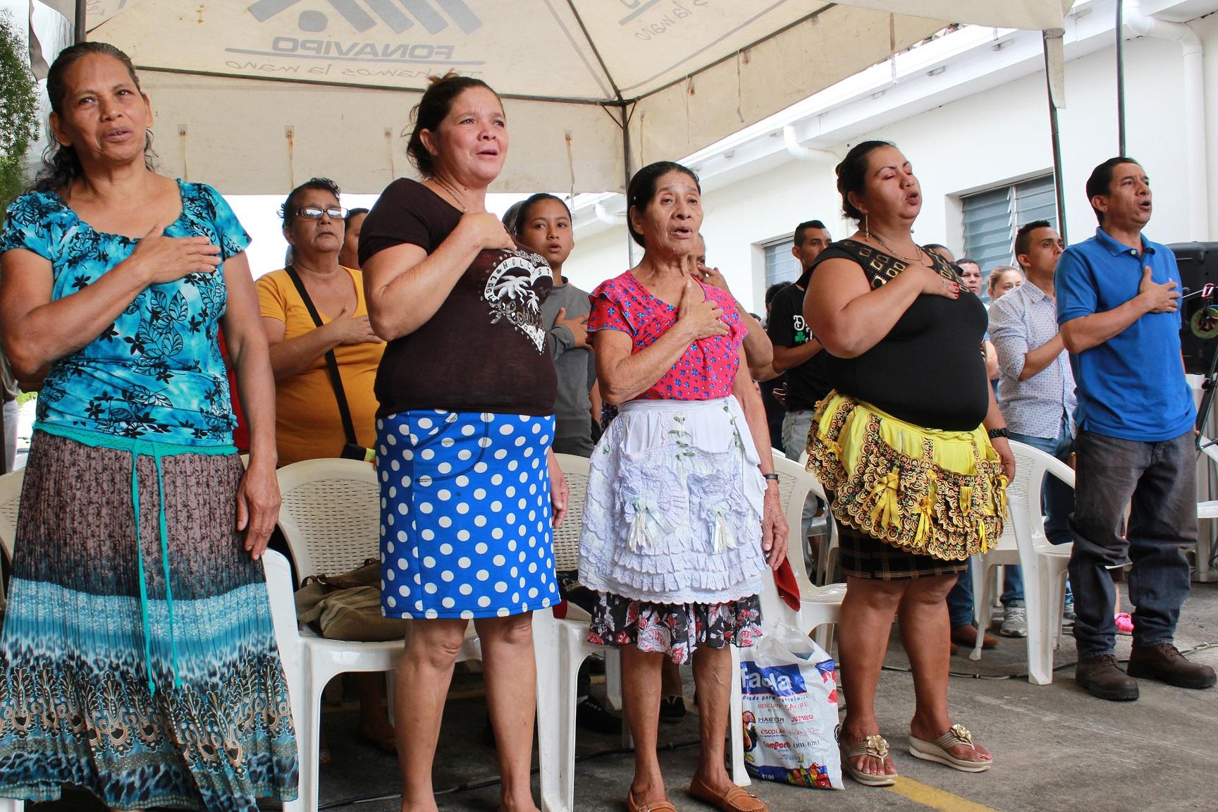 FONAVIPO convierte en propietarios de terreno a 45 familias del departamento de Santa Ana y Ahuachapán