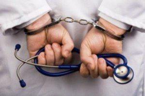 Médico septuagenario condenado a seis años de prisión por violación