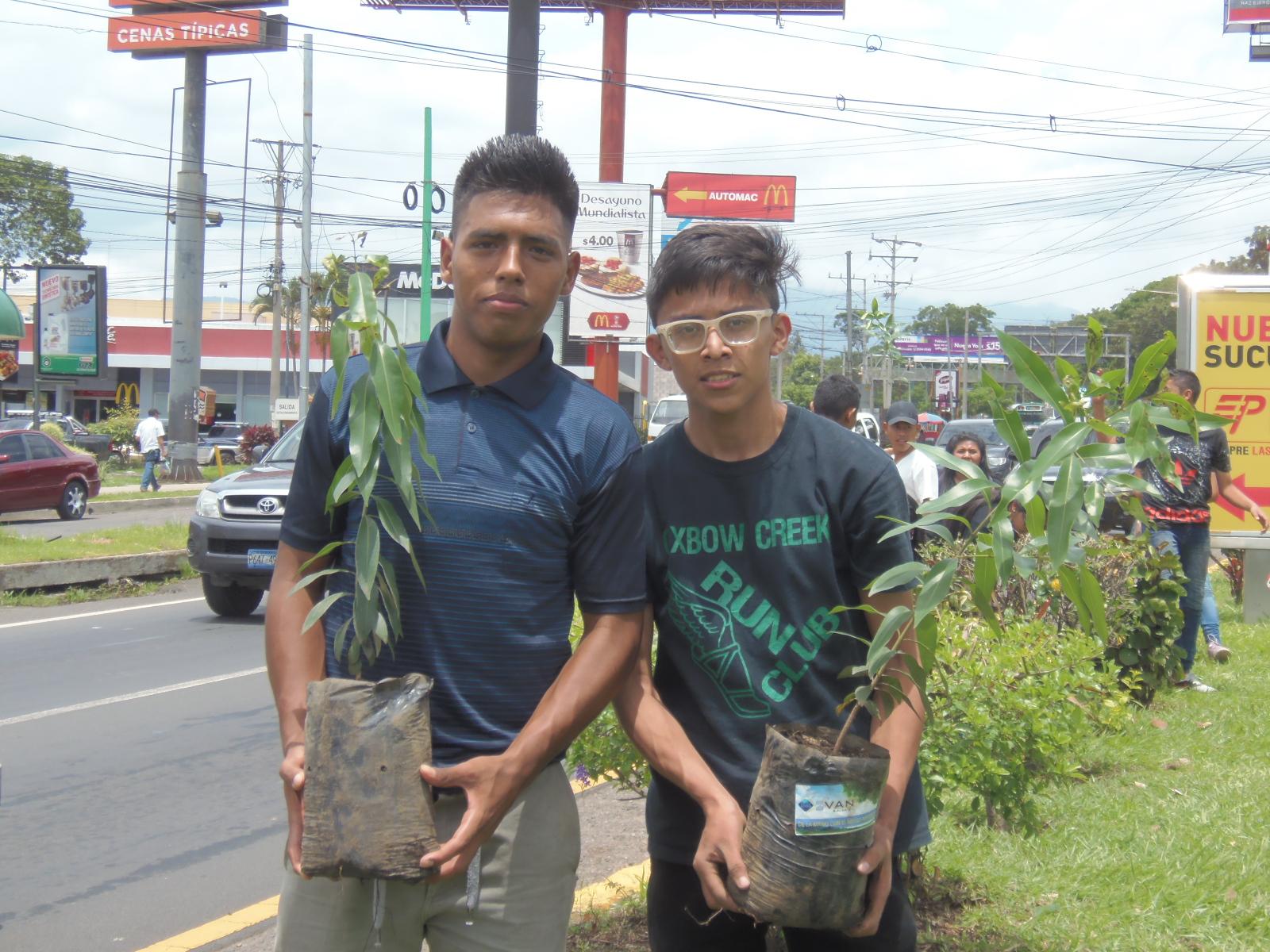 IVAN S.A. de C.V. junto al parque San Lorenzo entregaron 5,000 árboles