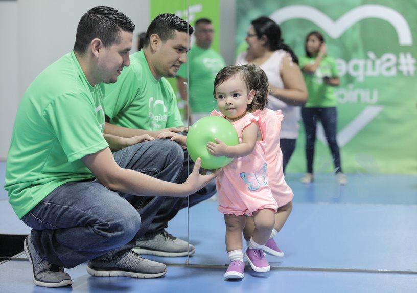 UNICEF invita a los padres de El Salvador a participar activamente en el desarrollo óptimo de sus hijos e hijas