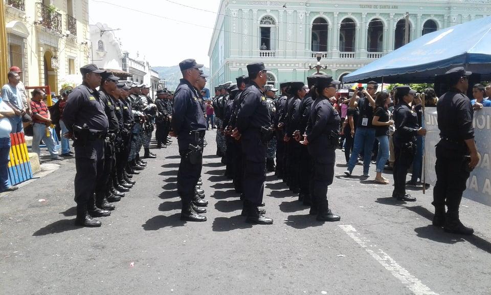 PNC comparte con población santaneca durante fiestas Julianas