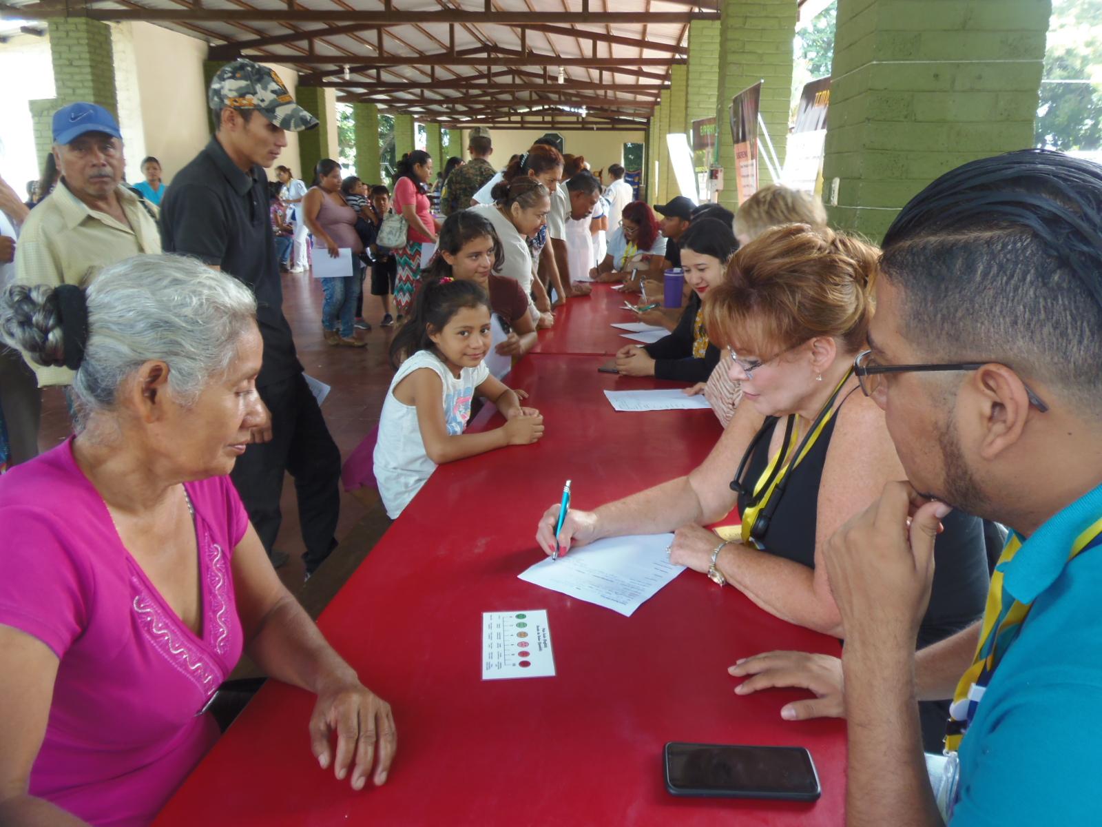 Santanecos beneficiados con Brigada Medica, organizada por Club Rotario Santa Ana.