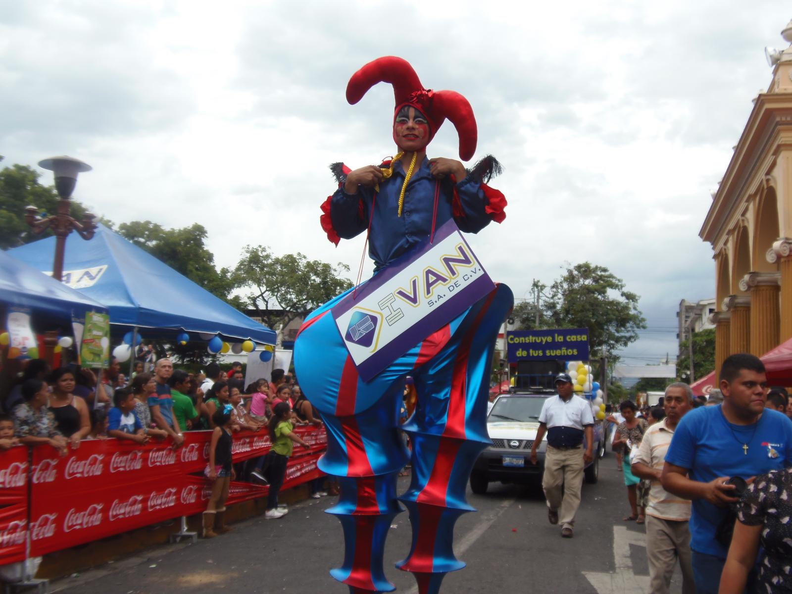 Desfile del comercio 2018 atrajo decenas de espectadores