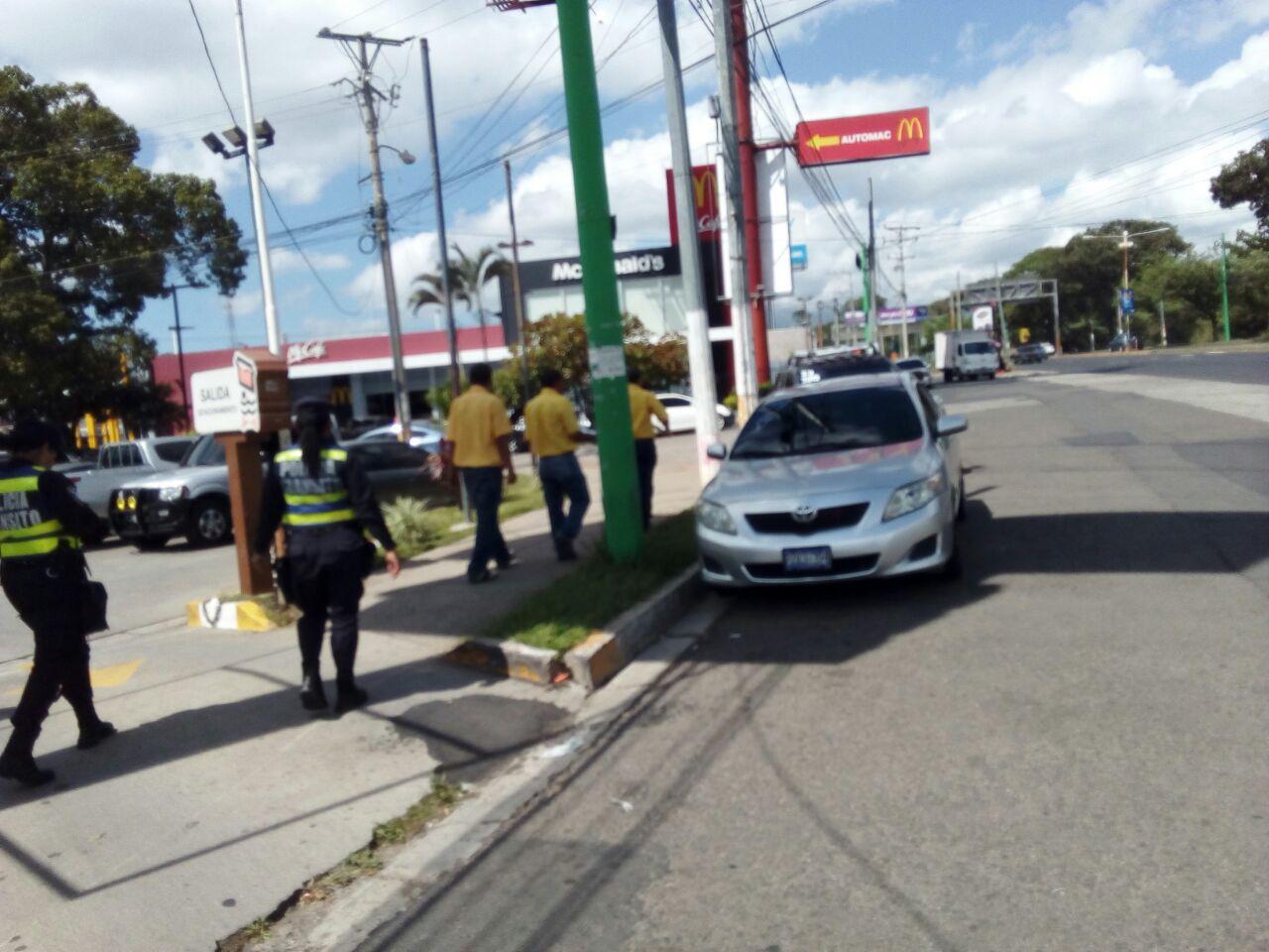 VMT retira vehículos estacionados en zonas no autorizadas