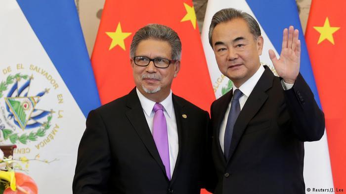 """EE. UU. """"reevaluará"""" su relación con El Salvador tras acercamiento con China"""