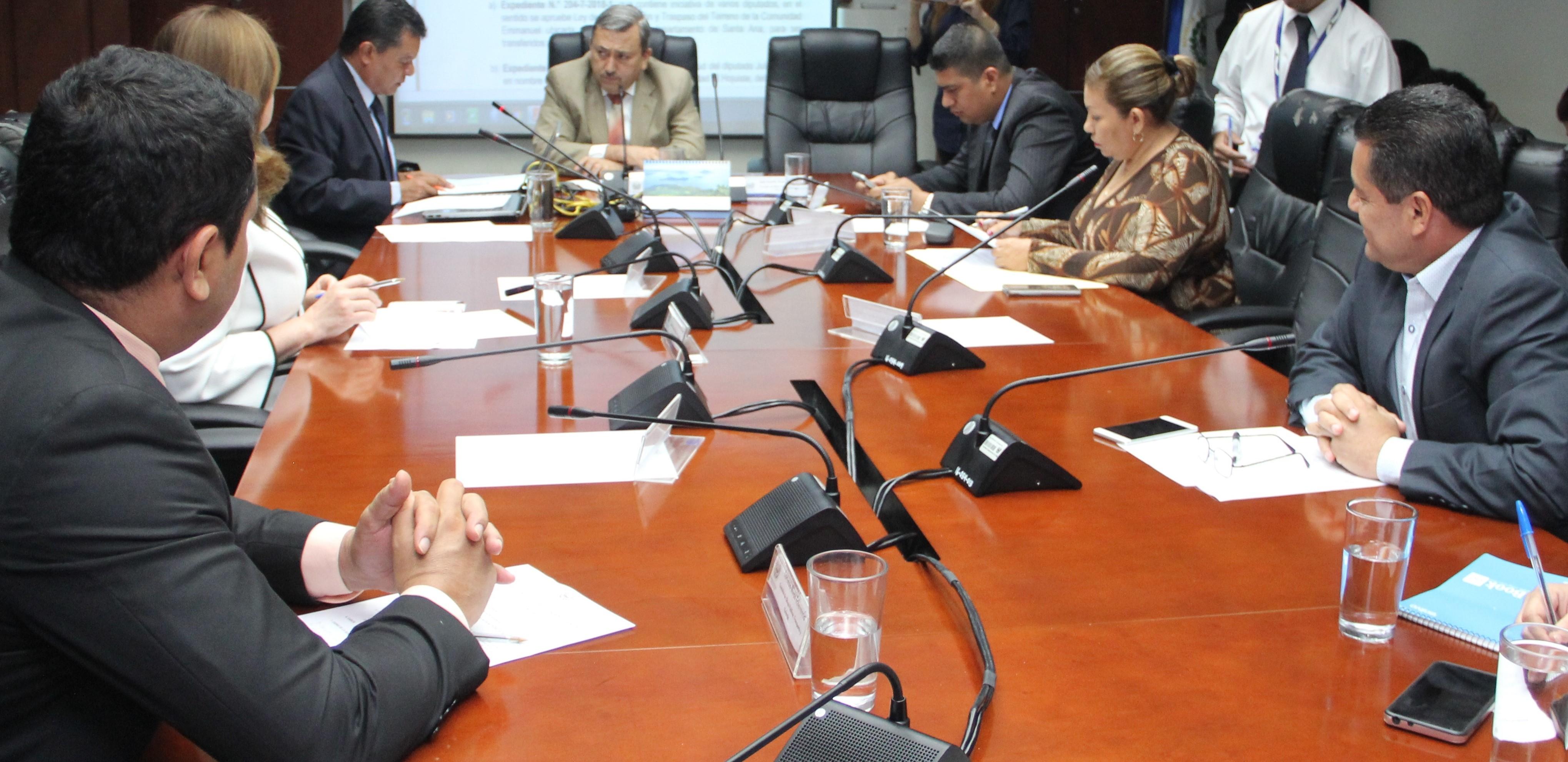 Comisión de Obras Públicas, gestionará legalización de terrenos de comunidad Emanuel en Santa Ana