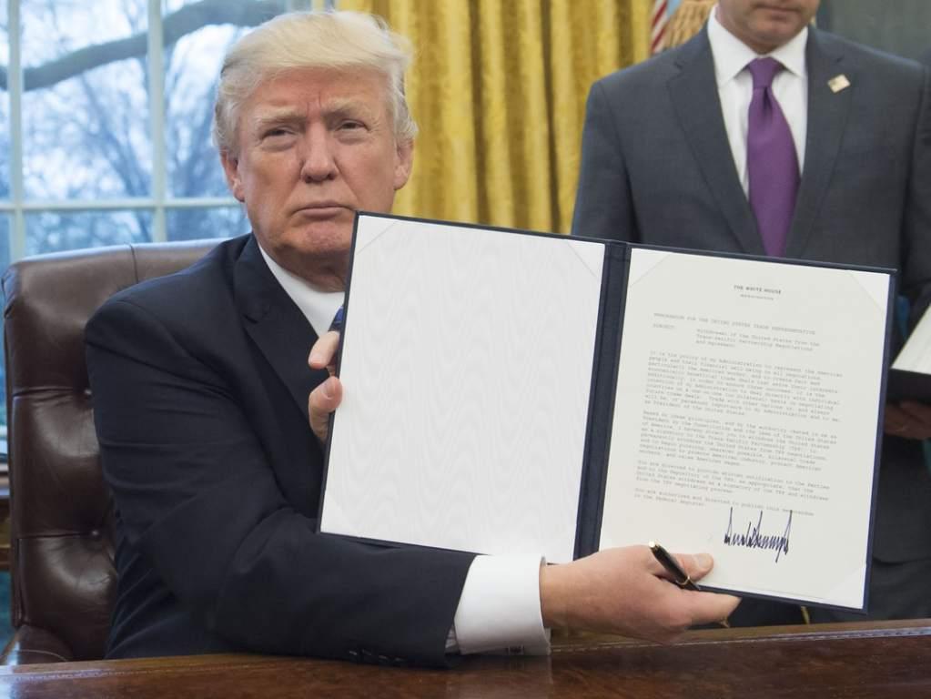Trump firma ley contra funcionarios corruptos centroamericanos