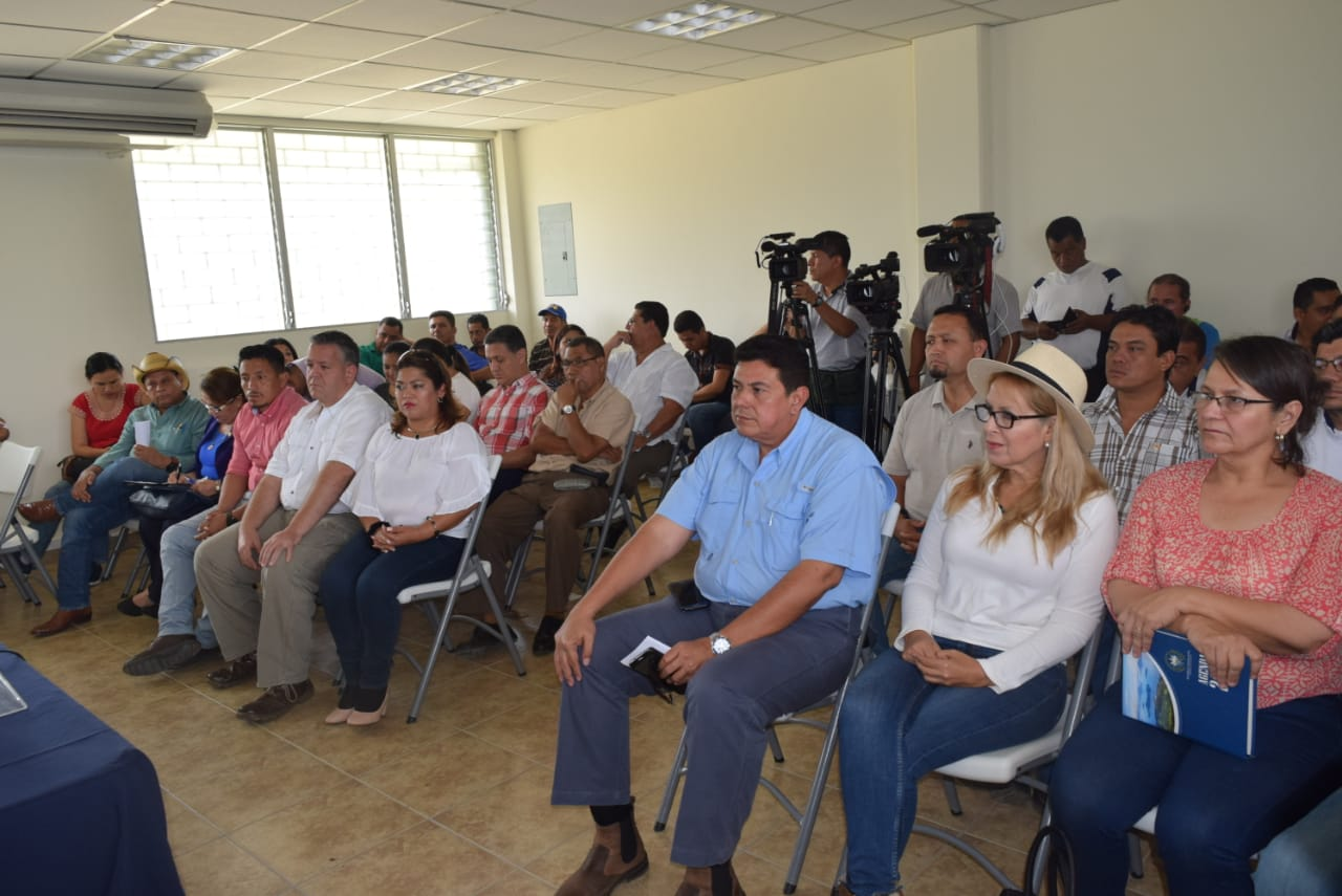 Diputados de la Comisión Agropecuaria de la Asamblea Legislativa realizan visita de campo a proyecto de desarrollo agrícola en el Porvenir, municipio del departamento occidental de Santa Ana.