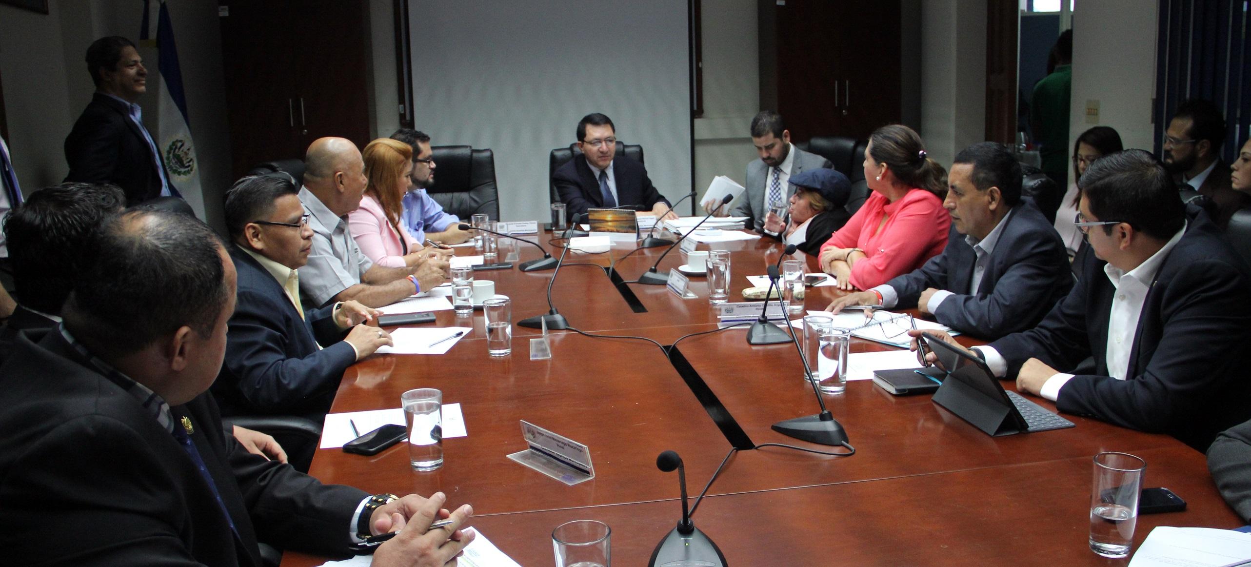 Emiten dictámenes para delimitar municipios de Chalatenango y Santa Ana