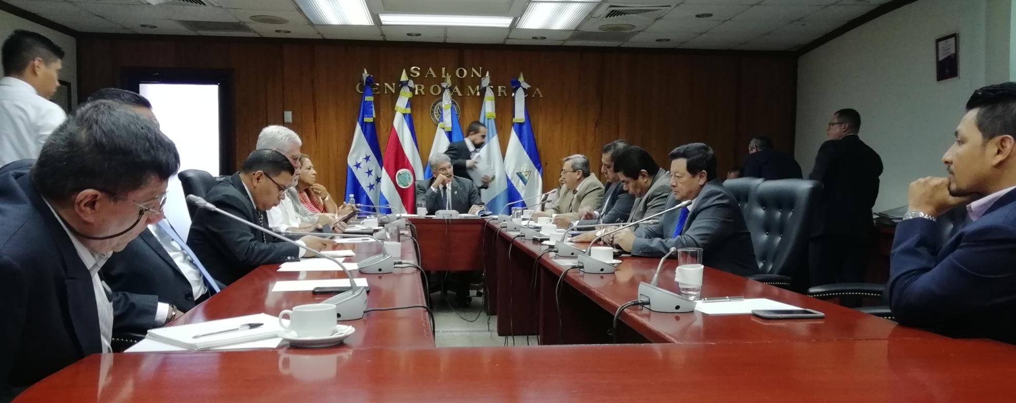 Comisión Política continúa con los acercamientos para elegir magistrados de la CSJ