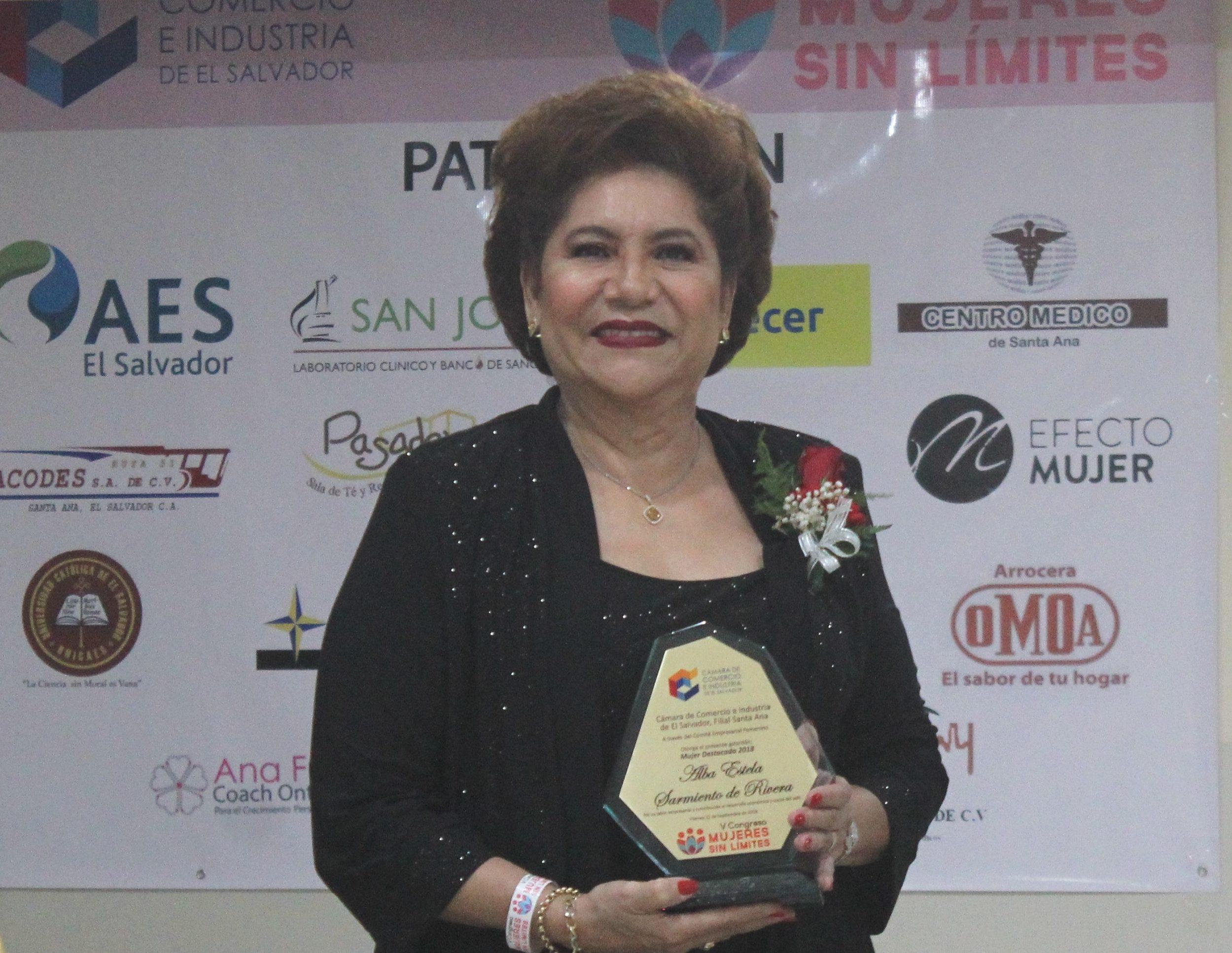 Alba Estela Sarmiento de Rivera mujer destacada 2018