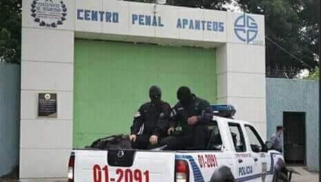 Trasladan reos a otros centros penales