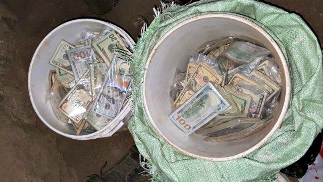 Sonsonate:  Mareros guardaban dinero en cubetas