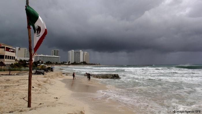"""Huracán """"Willa"""" avanza hacia costas mexicanas con pronóstico """"potencialmente catastrófico"""""""