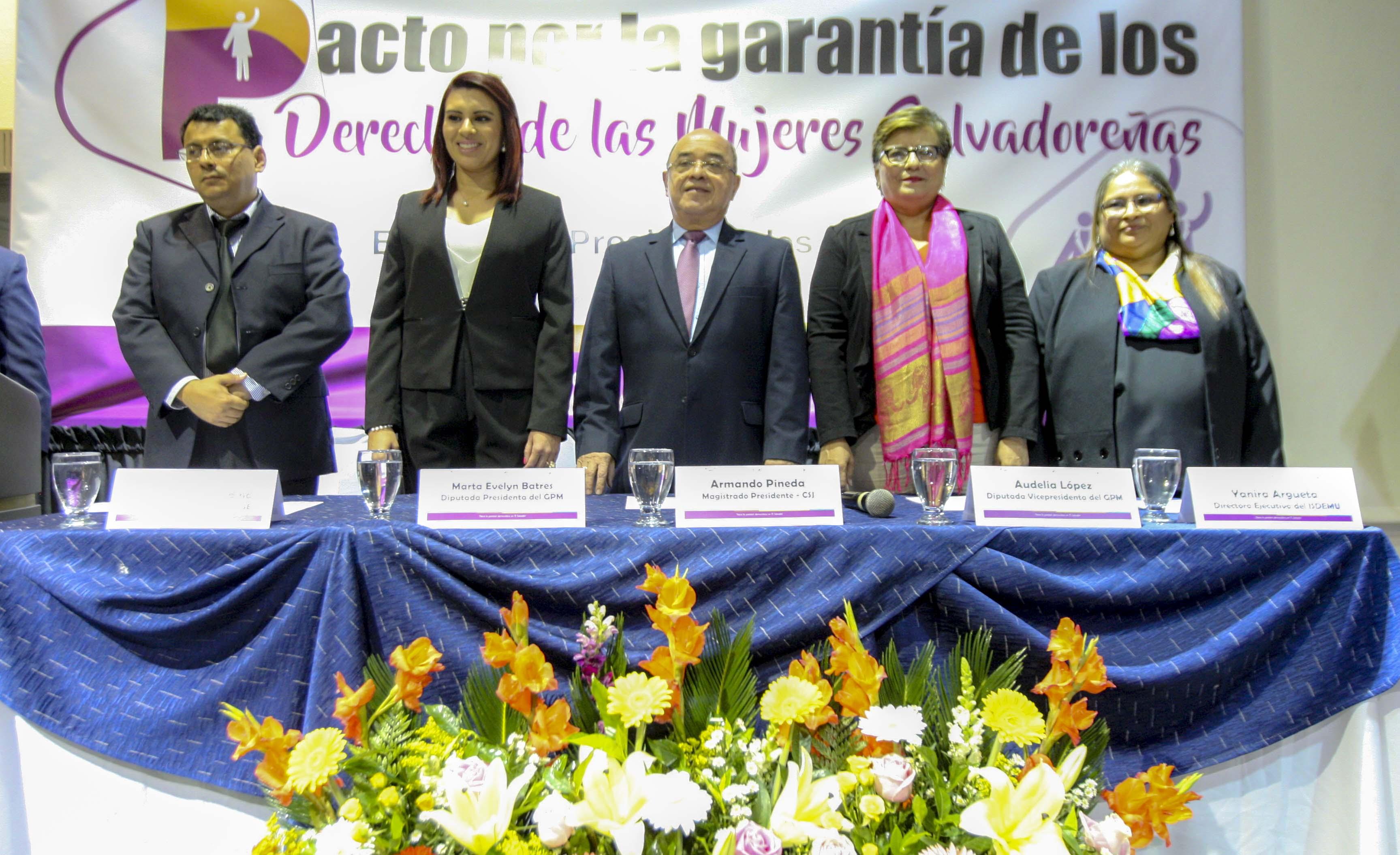 Firman Pacto por la garantía de los Derechos de las Mujeres