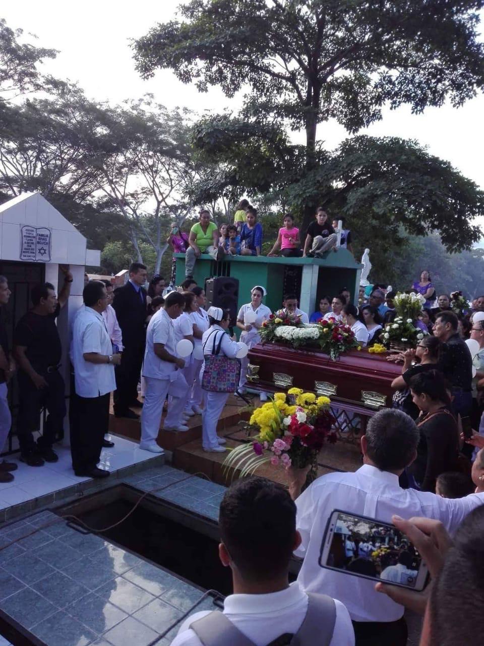 Metapan da su ultimo adiós a joven enfermera asesinada