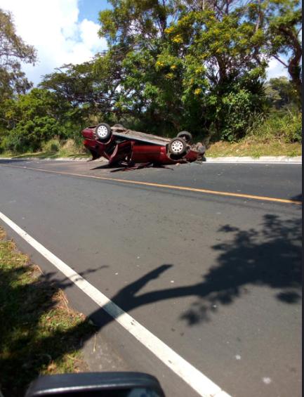 Imprudencia al conducir casi les cuesta la vida.