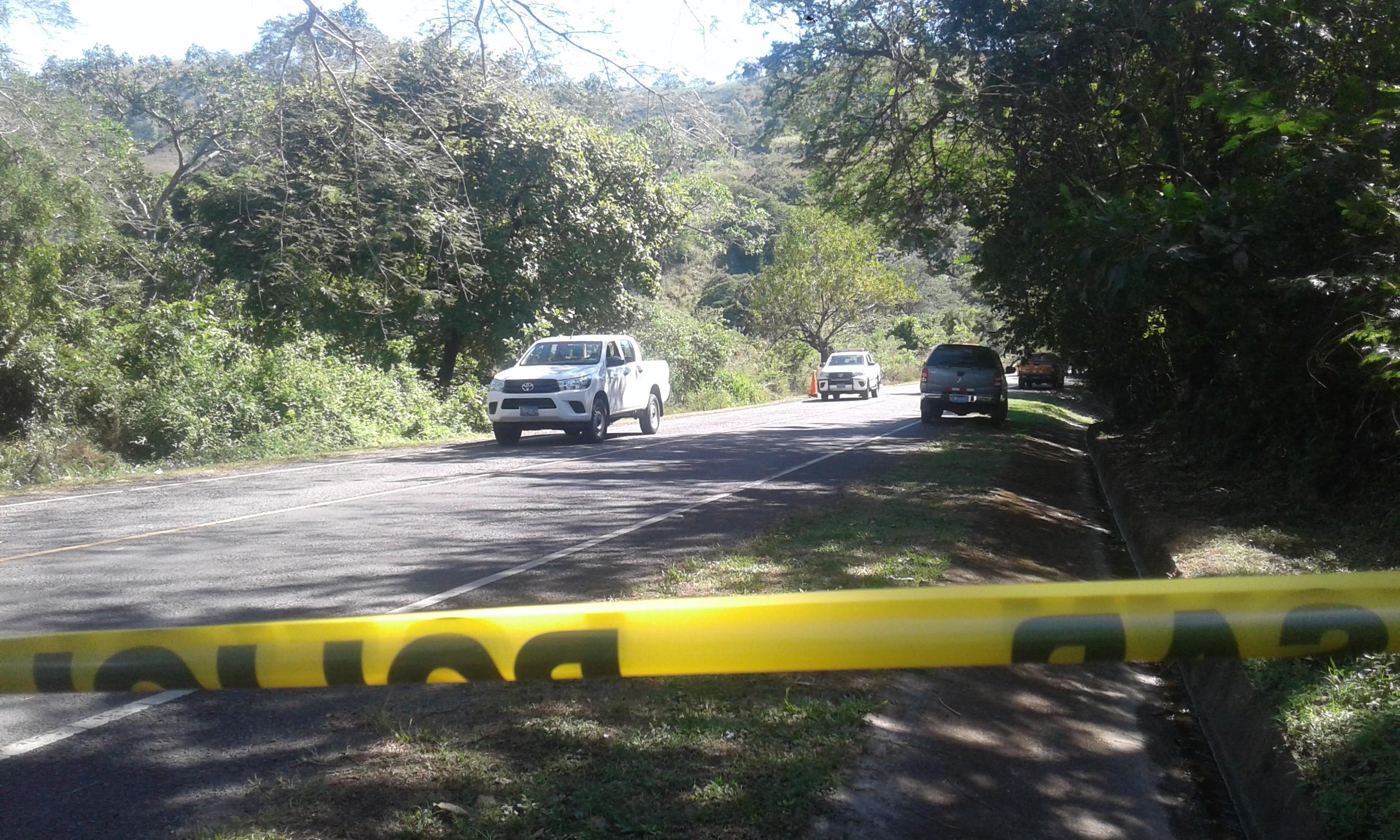 Encuentran dos cuerpos sin vida en la carretera de Santa Ana a San Pablo Tacachico