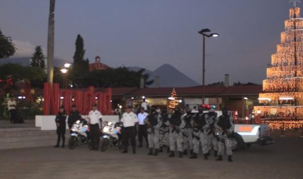 La PNC de Sonsonate realizó el lanzamiento del plan Navidad segura.