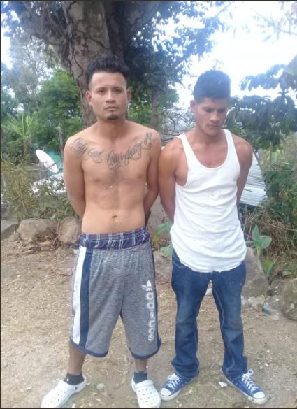 Arrestan a dos e incautan porciones de marihuana lista para comercializar