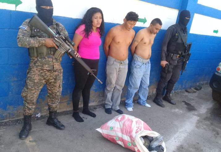 Capturan a traficantes de droga tras persecución