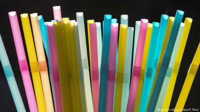 Prohibición del plástico de usar y tirar: adiós a los pitillos y cubiertos