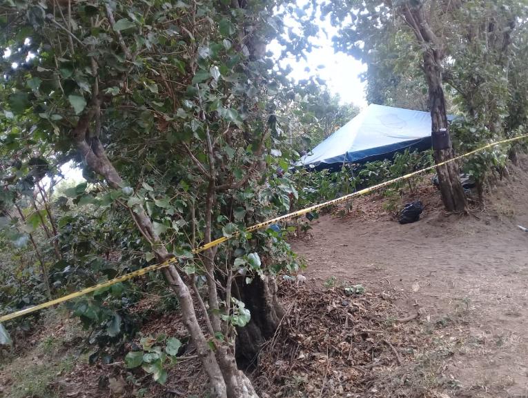 Encuentran enterradas a cuatro de las 5 personas  desaparecidas en Nauhizalco.