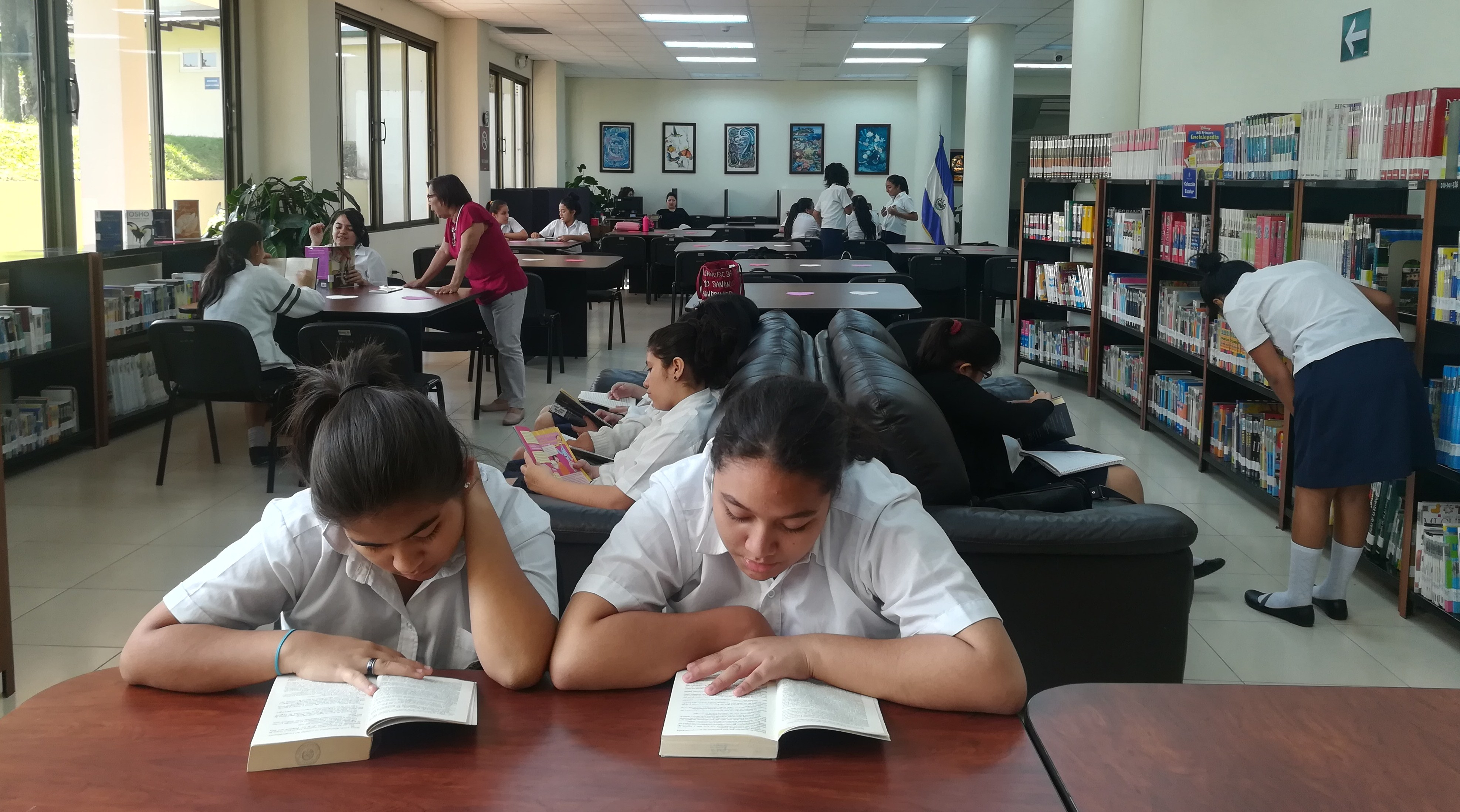 Lectura de literatura juvenil en la Biblioteca Legislativa