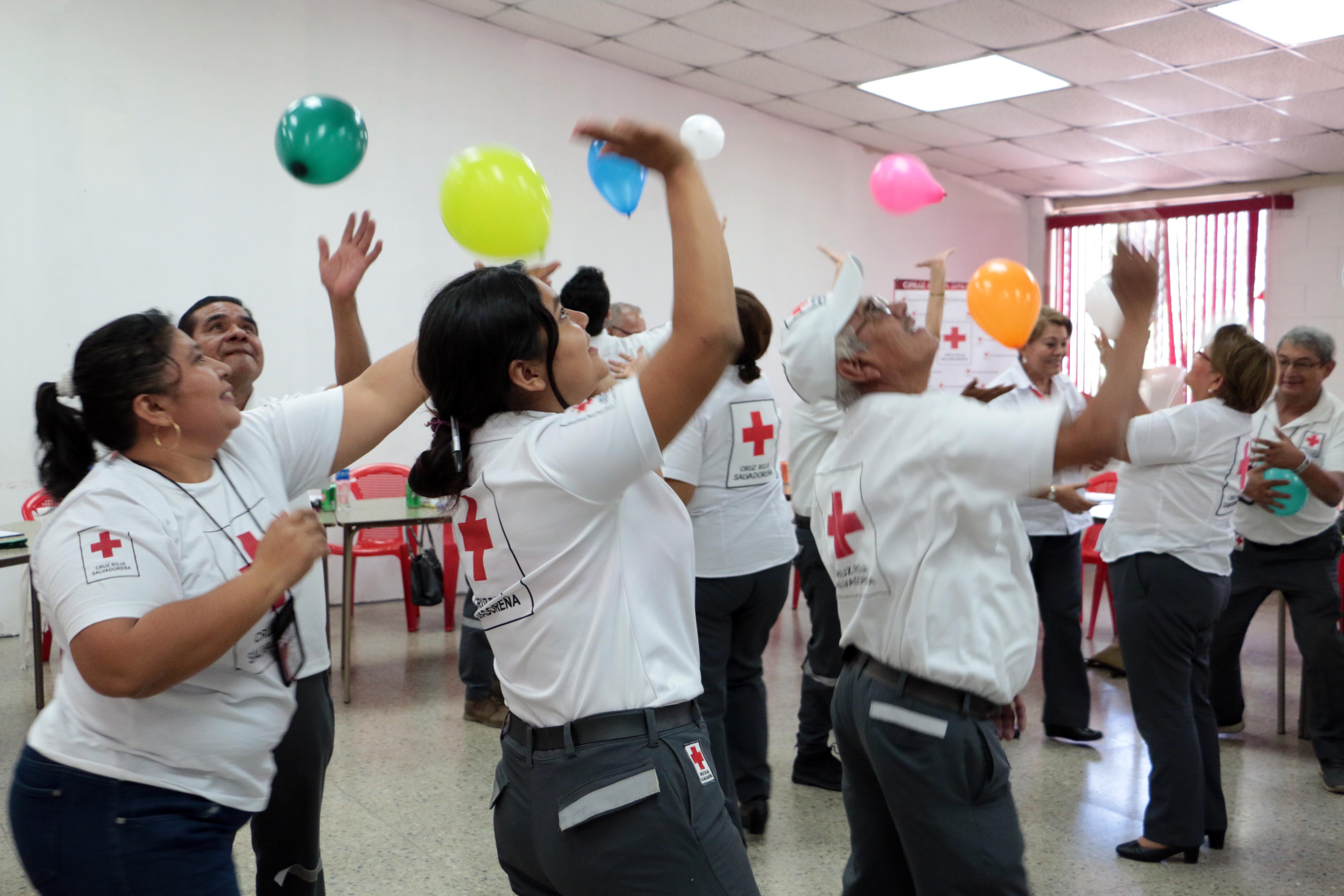 Realizan taller de apoyo psicosocial a voluntarios para Cruz Roja Salvadoreña