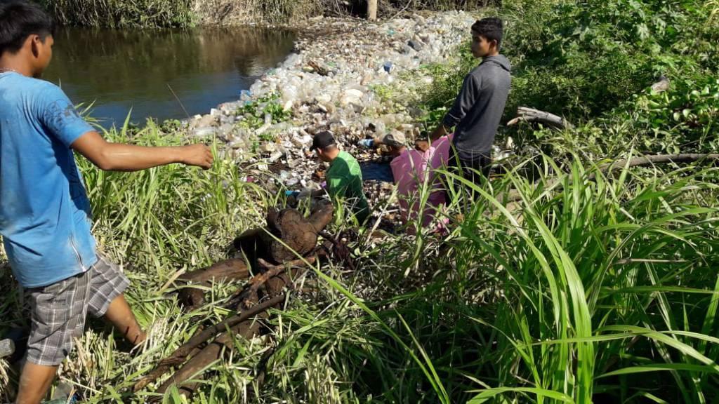 Realizan campaña de limpieza en bocana del río Grande de San Miguel