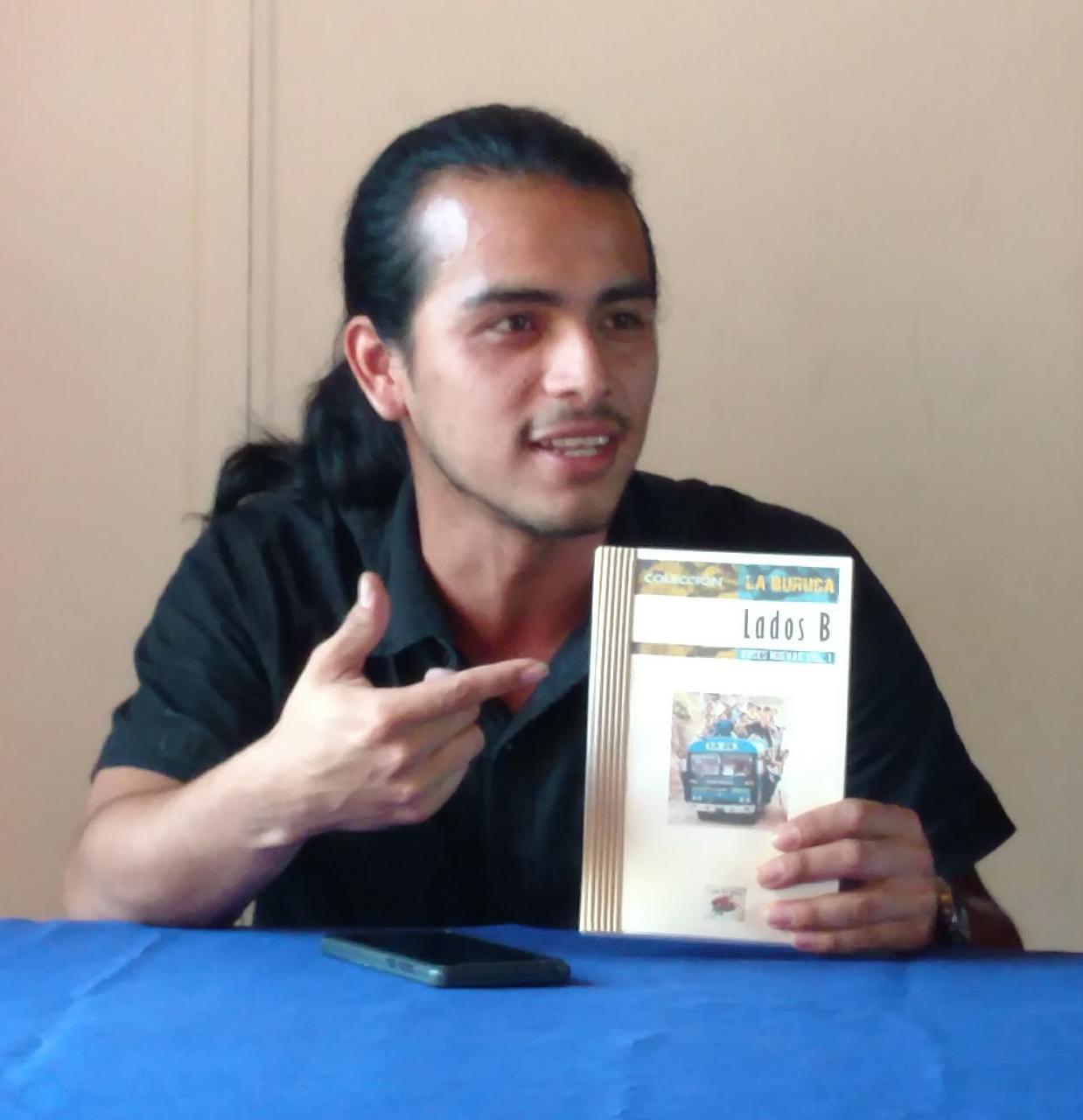 Nuevos exponentes de la narrativa salvadoreña lanzan su libro en la Biblioteca Legislativa