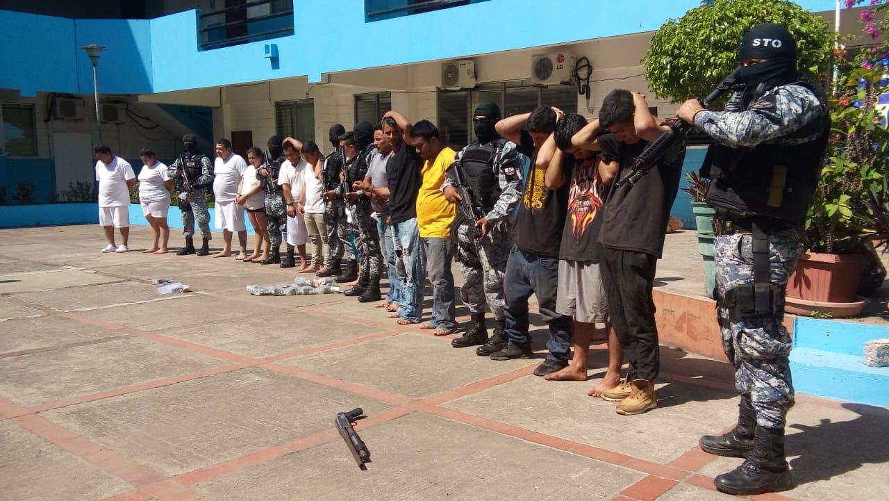 PNC captura grupo de sujetos que hacían uso de uniformes de PNC y CAM en Santa Ana