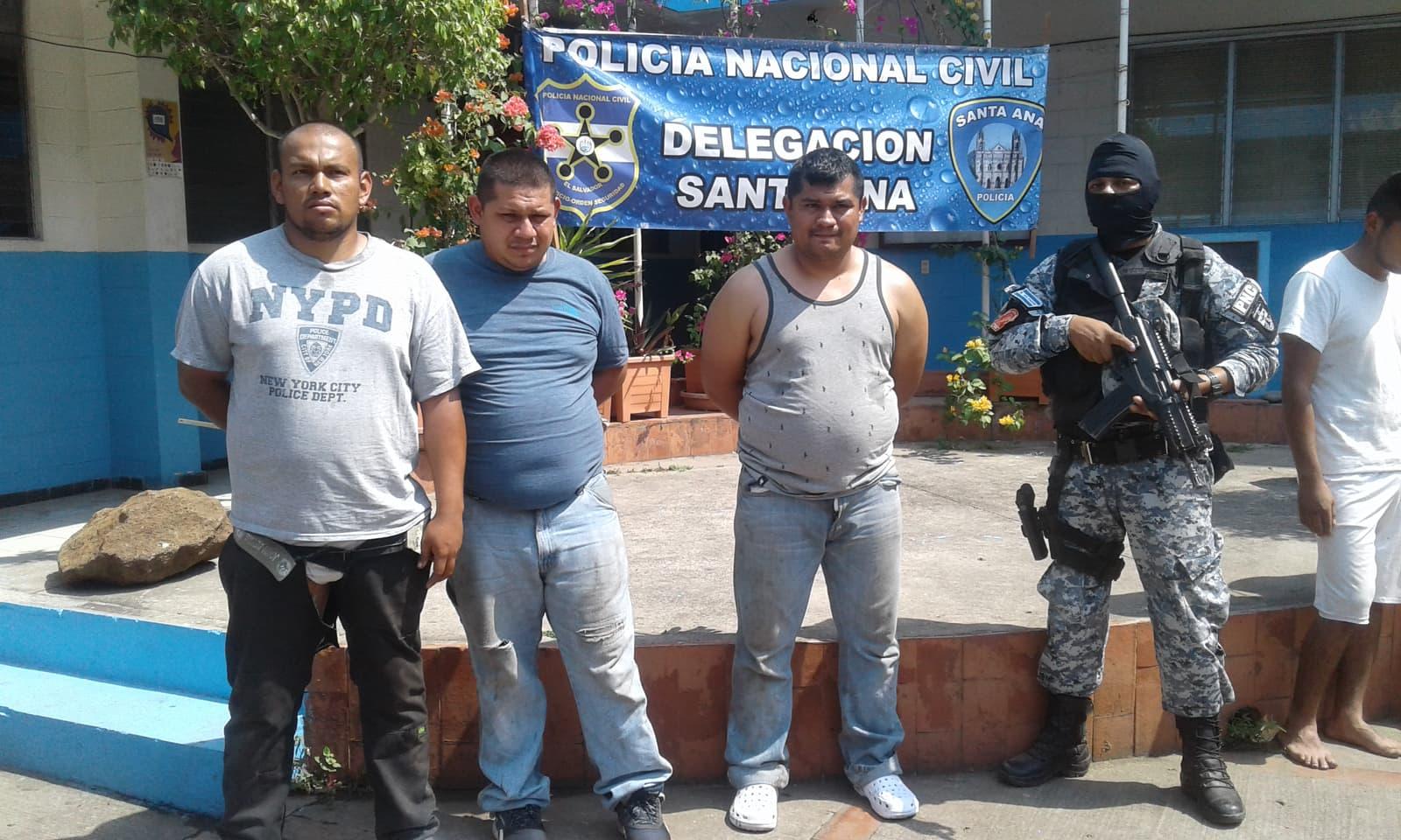 Capturan a supuestos asaltantes en Santa Ana