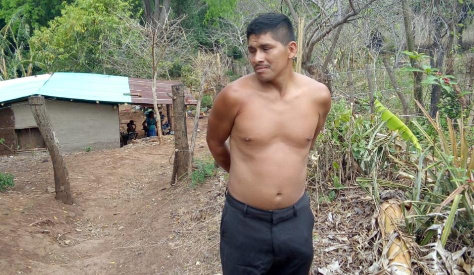 Hombre detenido por maltrato infantil