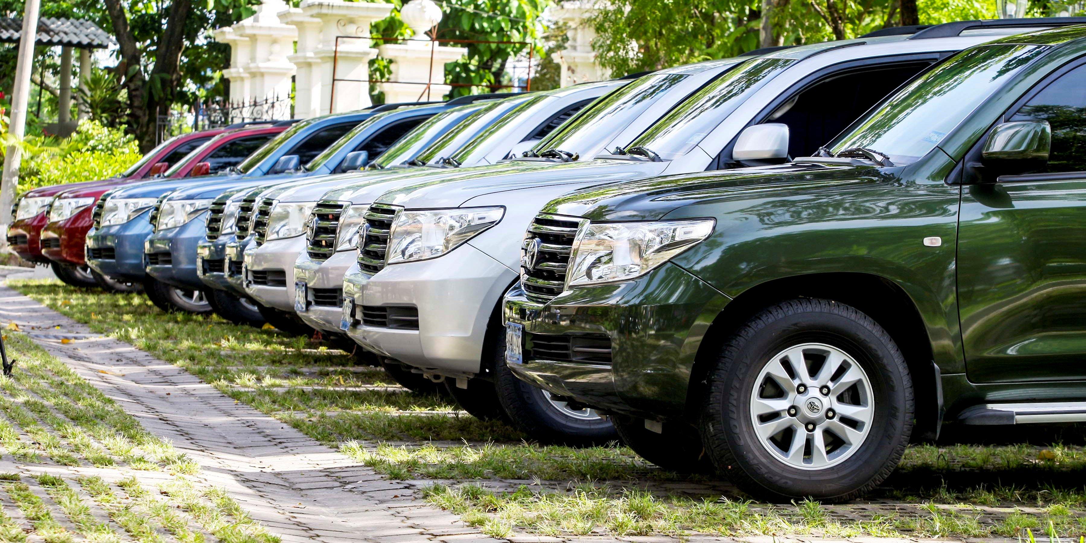 Próximo lunes se llevará a cabo subasta de 3 camionetas Land Cruiser