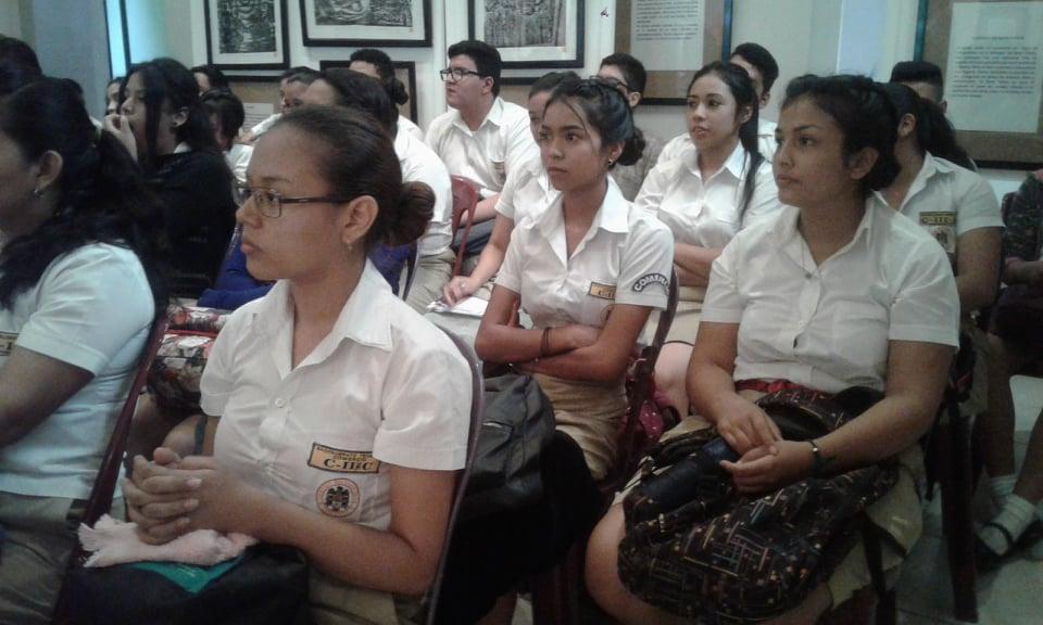 Alumnos de la UFG celebran la semana del comunicólogo