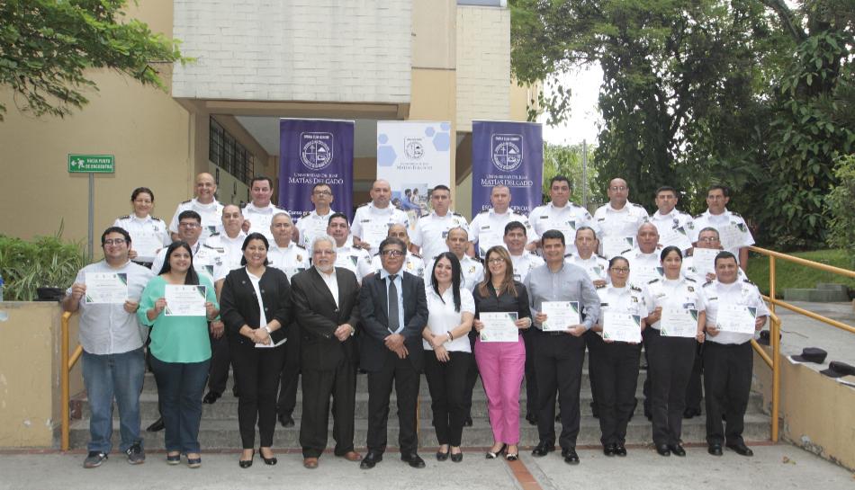 34 jefes policiales territoriales fueron preparados en voceros por parte de Universidad Doctor José Matías Delgado.