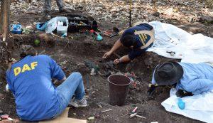 FGR solicita y procede a exhumación de familia asesinada en Morazán durante el conflicto armado