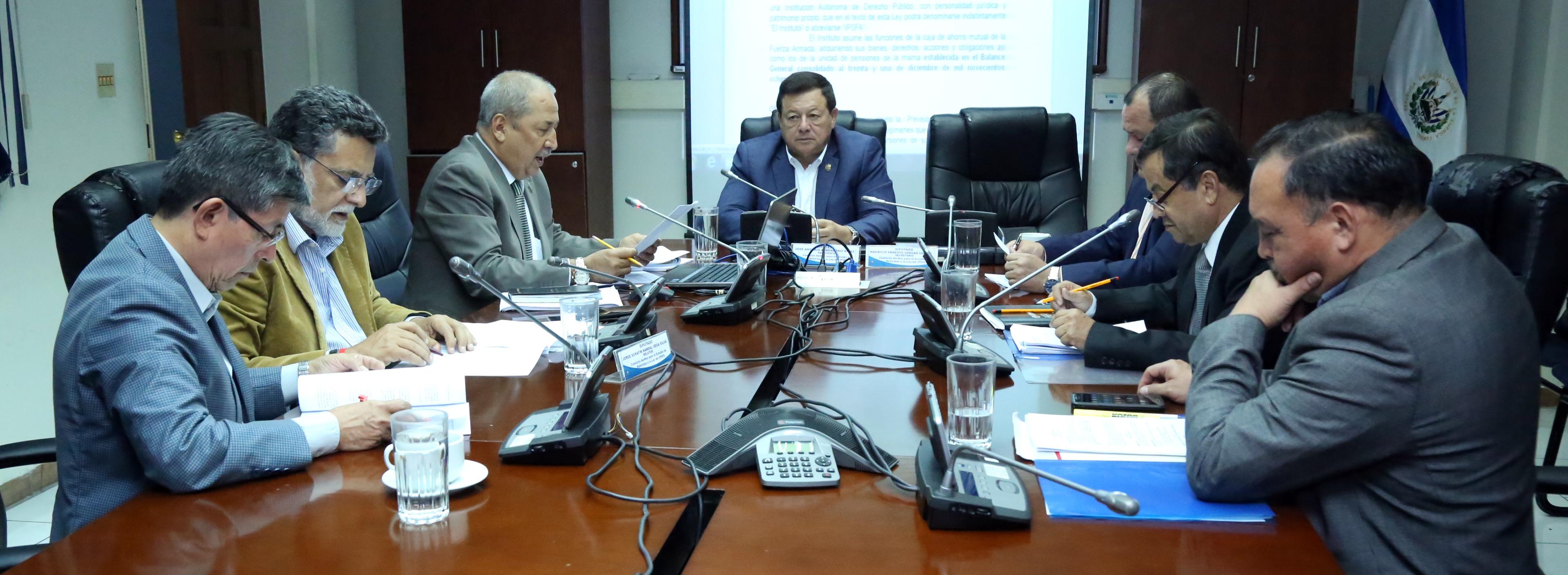 Adaptan normativas en pensiones para seguridad jurídica y económica de miembros de la FAES