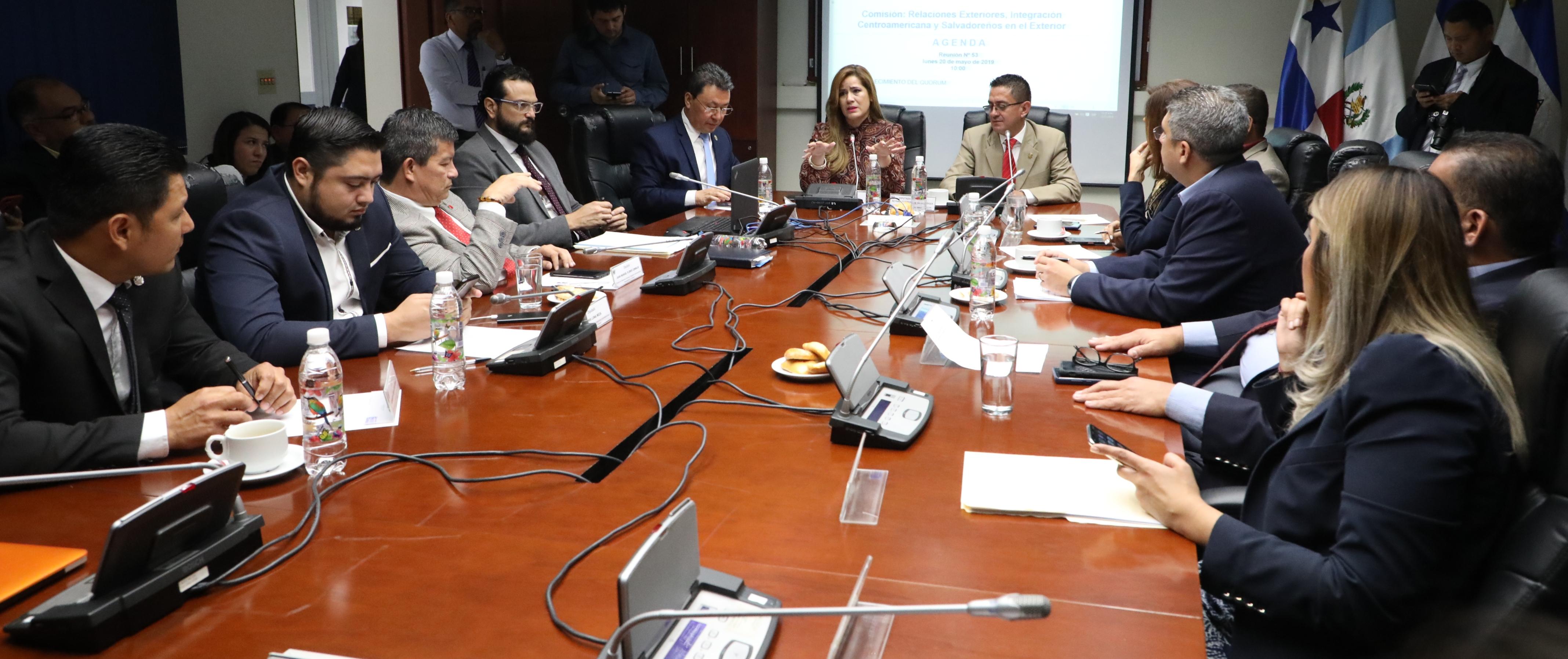 Reciben informe tras nuevo cabildeo con congresistas de EE.UU. a favor del TPS
