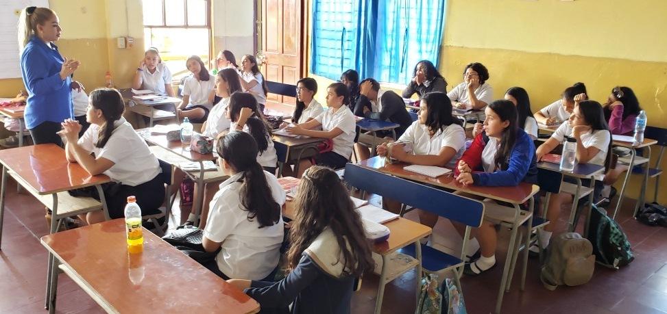 Parlamento salvadoreño brinda capacitación a alumnas santanecas