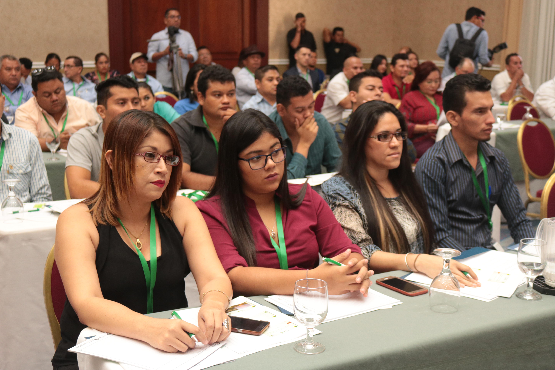 AES El Salvador realiza seminario de Arboricultura Urbana