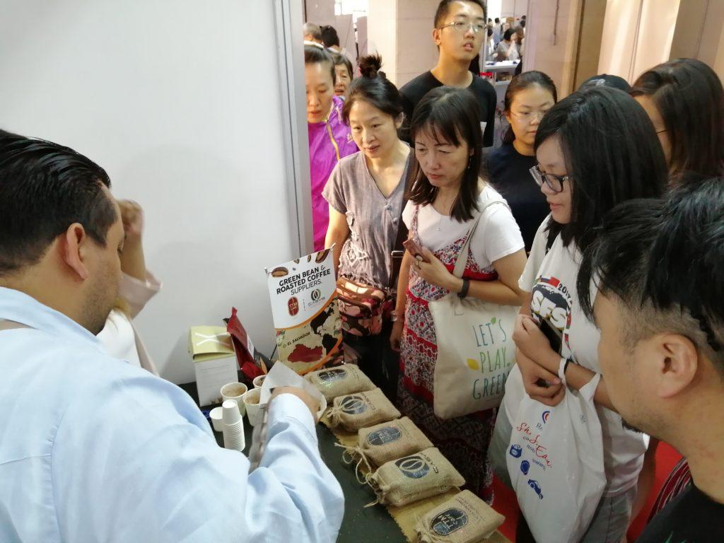 El Salvador promueve la calidad de su café en importante feria de Pekín, China